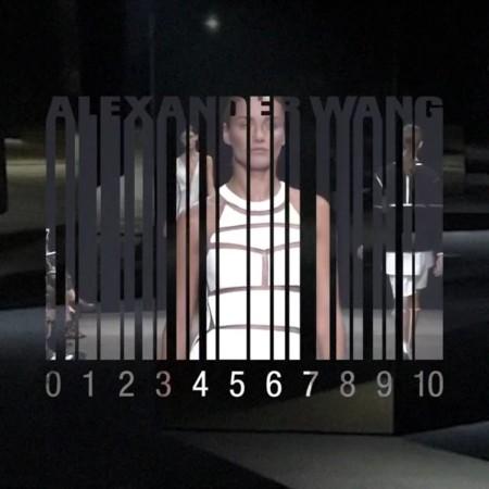 Alexander Wang cumple diez años y quiere que elijas las prendas que reeditará