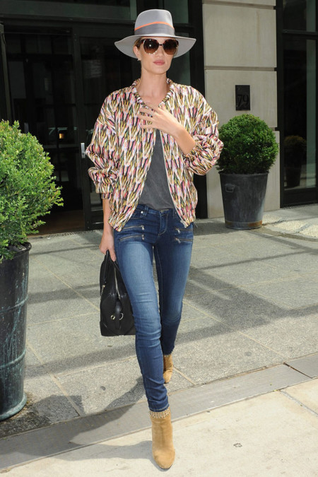 Rosie Huntington Whiteley Street Style sombrero