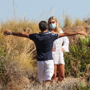 Enrique Ponce y Ana Soria 'pelan la pava' a campo descubierto y torean los rumores de borrón y cuenta nueva del maestro: estos mayores no se aclaran con las redes...