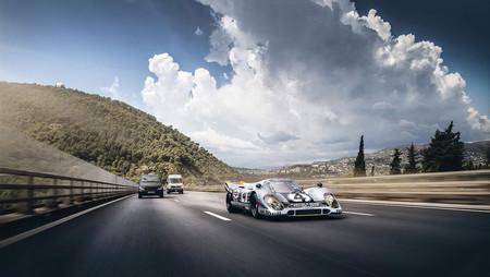 ¿Qué es eso que te está adelantando? ¡Un Porsche 917K de Le Mans matriculado!