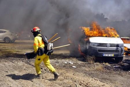 Un incendio devora 422 coches, y eso que el festival era de danzas populares