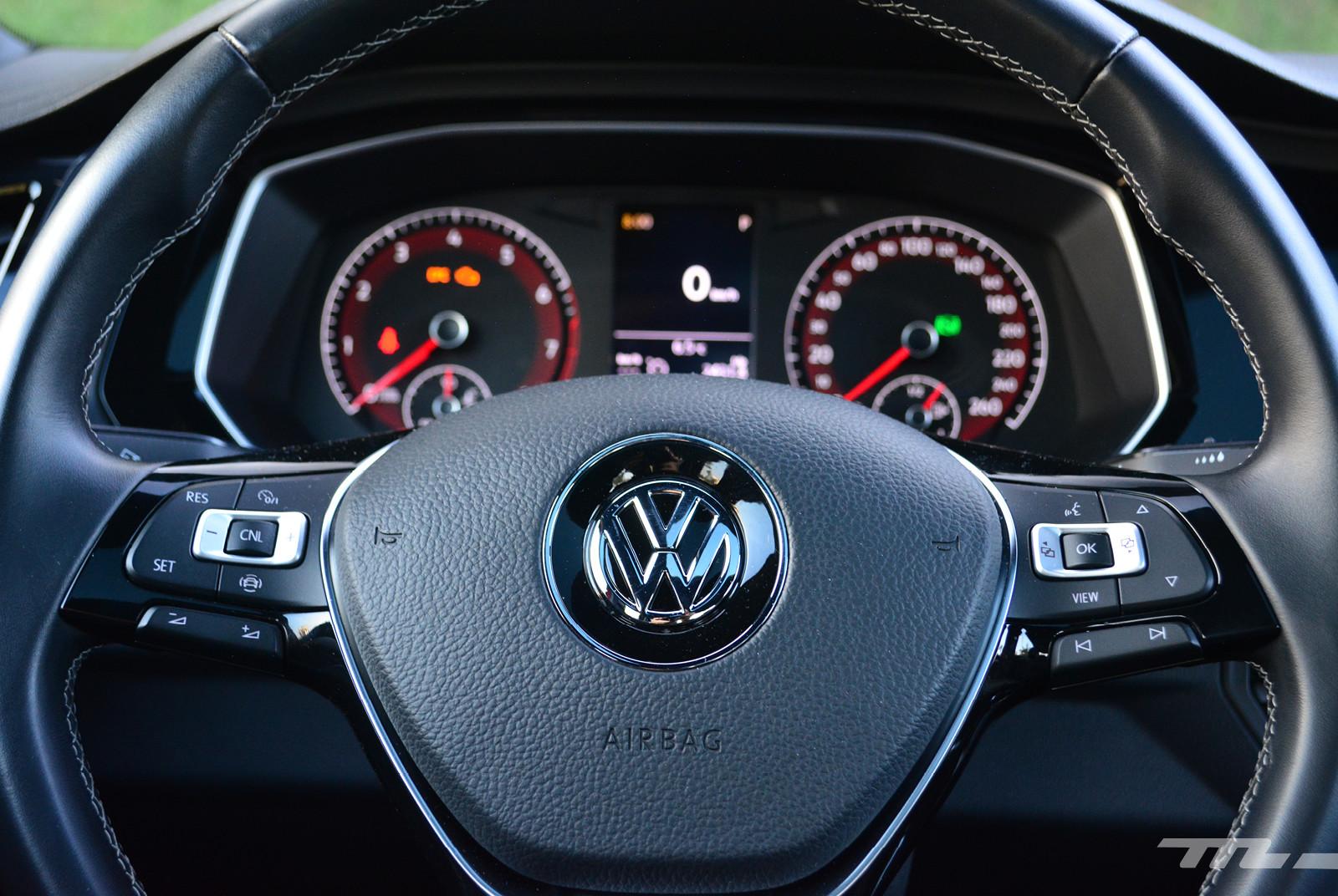 Foto de Comparativa: Mazda 3 2018 vs. KIA Forte vs. Volkswagen Jetta (10/31)