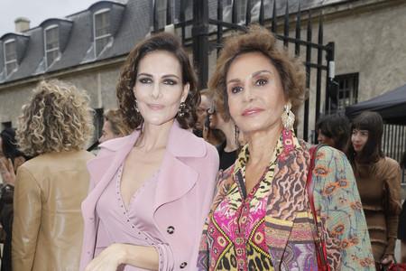 Naty Abascal vuelve a convertirse en la reina de la mezcla de estampados en el desfile de Valentino celebrado en París