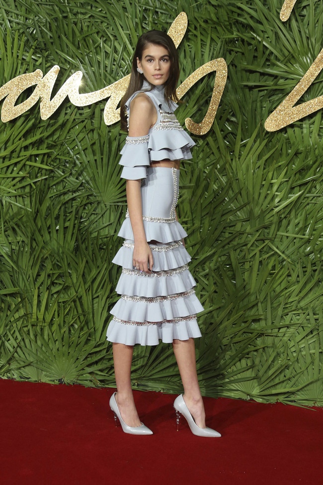 british fashion awards alfombra roja Kaia Gerber