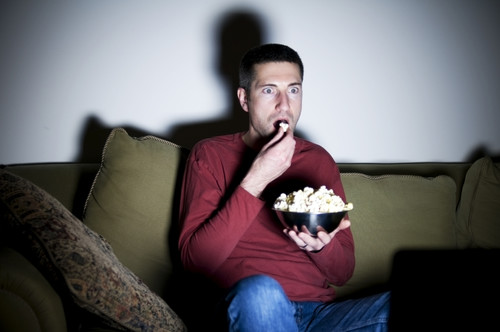 Darte un atracón con tu serie favorita puede ser más nocivo para tu salud de lo que creías