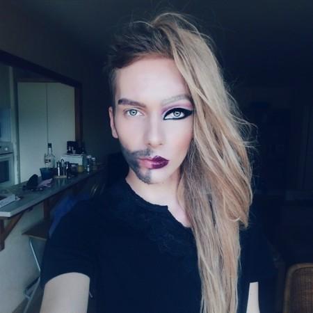 Pasar de chico a chica es posible gracias al maquillaje, y así nos lo demuestra George Ioan Popescu