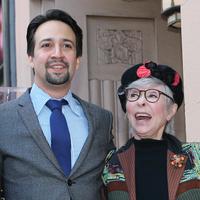 """""""Parece que nunca puedas hacer las cosas bien"""". Rita Moreno defiende a Lin-Manuel Miranda tras la polémica racial de 'En un barrio de Nueva York'"""