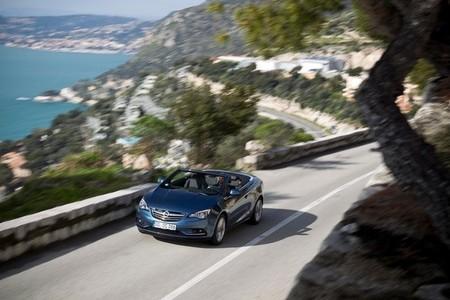 Opel Cabrio 2013 en carretera