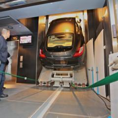 Foto 2 de 5 de la galería porsche-panamera-en-un-ascensor en Motorpasión