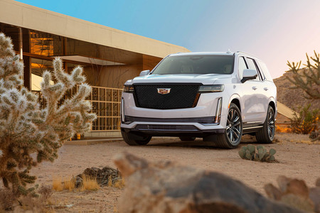 Vuelve la desmesura. El nuevo Cadillac Escalade es más grande que nunca y con pantalla OLED curva de 38 pulgadas en el salpicadero
