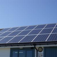 La CNMC defiende el autoconsumo frente al Gobierno: quiere que podamos vender la energía no consumida