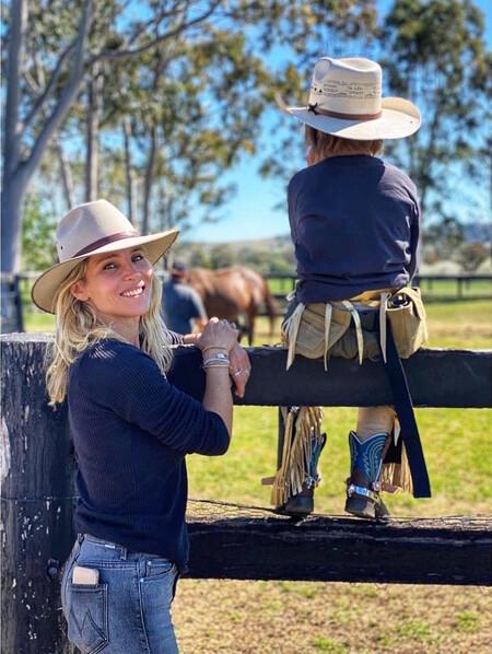 Elsa Pataky le mete este golazo por la 'cuadra' al poni de sus hijos: ¡Está más fuerte que su marido, el acThor Chris Hemsworth!