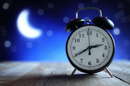 Por qué dormir menos de lo necesario puede hacerte engordar