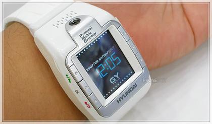 Hyundai W-100, otro teléfono en un reloj