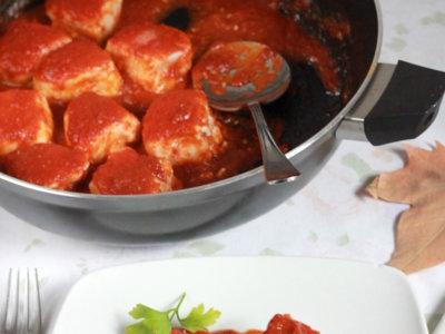 Tacos de merluza con tomate. Receta fácil y rápida
