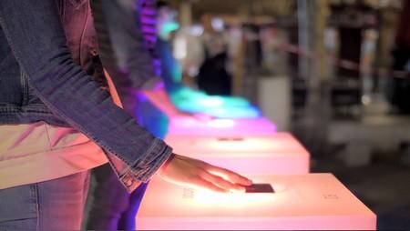 Video mapping interactivo by Simon en la fachada del Hotel ME Reina Victoria para DecorAcción