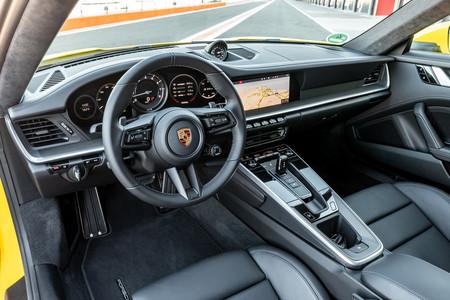 Porsche 911 992 habitáculo