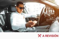 Cuál es la multa por usar el móvil en el coche mientras estoy en un semáforo en rojo