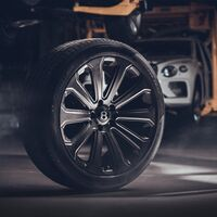 Estas son las llantas de fibra de carbono más grandes de la historia para un coche de serie, y son obra de Bentley