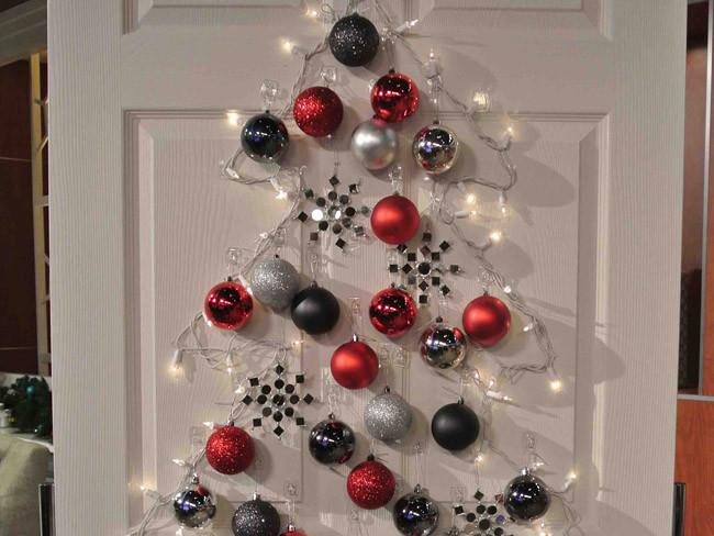 Hazlo t mismo un rbol de navidad que se instala en for Puertas decoradas arbol de navidad