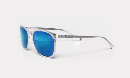 Porque crear vehículos no basta, Alpine lanza colección de gafas de sol