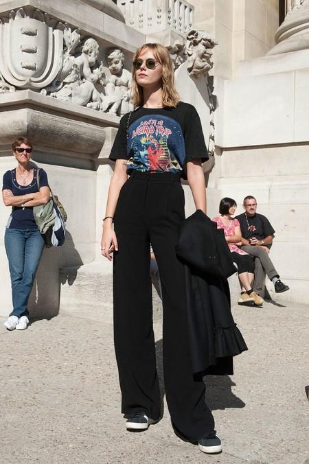 Las Siete Ideas De Outfits Con Pantalon Negro En Verano Que Te Ayudaran A Seguir Usandolo Con Este Calor