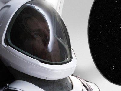 Elon Musk publica la primera imagen del nuevo traje espacial de la NASA diseñado por Space X
