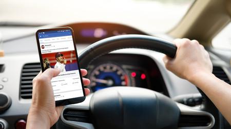 Tráfico propone restar 6 puntos por conducir usando el móvil y otros cambios en el carné por puntos