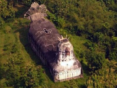 La iglesia más friki del mundo tiene forma de gallina, debió ser paloma y no una iglesia