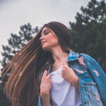 Los cepillos exfoliantes y masajeadores de pelo se cuelan en nuestras rutinas capilares: cinco opciones a tener en cuenta