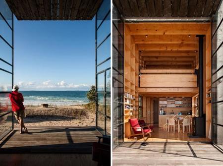 Espectacular choza móvil de madera en las dunas de una playa australiana