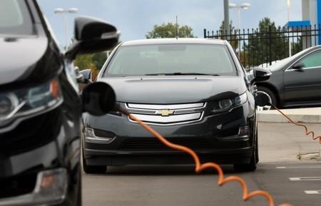 """El caso del Chevrolet Volt 2015: viene con más capacidad energética, pero con la """"misma"""" autonomía"""