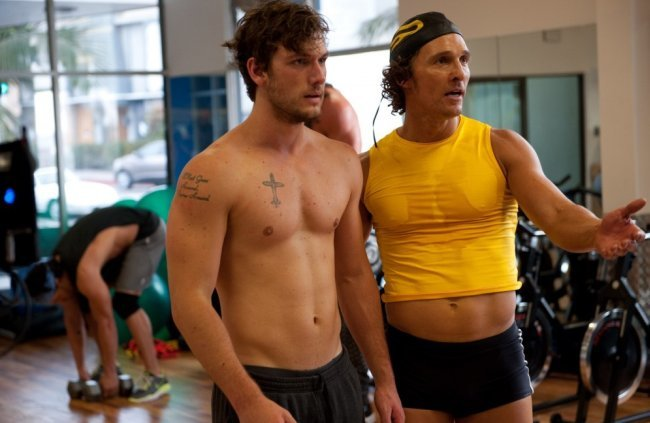 Alex Pettyfer y Matthew McConaughey en una escena de Magic Mike