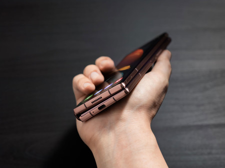 Samsung Galaxy Z Fold 2 08