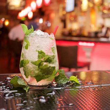 Siete cócteles sencillos (con y sin alcohol) para alegrar las celebraciones familiares