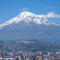 La cumbre montañosa a más distancia del centro de la Tierra no es la que estás imaginando