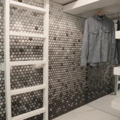 Foto 3 de 7 de la galería una-mala-idea-revestir-todas-las-paredes-con-pelotas-de-ping-pong en Decoesfera