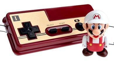 Muñeco de Super Mario controlado por un mando NES