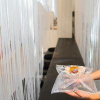 We Crave presenta su nueva experiencia gastronómica en un espacio minimal, transparente y flexible