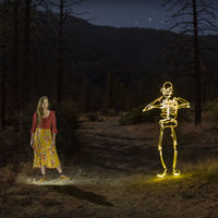 'She lights the night': Una fantasía rítmica producida con light painting y stop motion