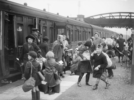 A Group Of Children Arrive At Brent Station Near Kingsbridge Devon After Being Evacuated From Bristol In 1940 D2592
