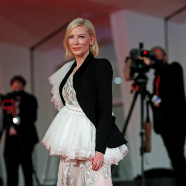 Festival de Venecia 2020: todos los looks en el séptimo día de alfombra roja con una Cate Blanchett impresionante y Macarena García como invitada sorpresa