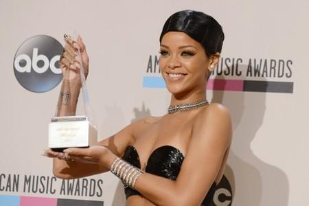 Nos fijamos en los recogidos de las famosas en los premios AMAs 2013: sus looks a examen (II)