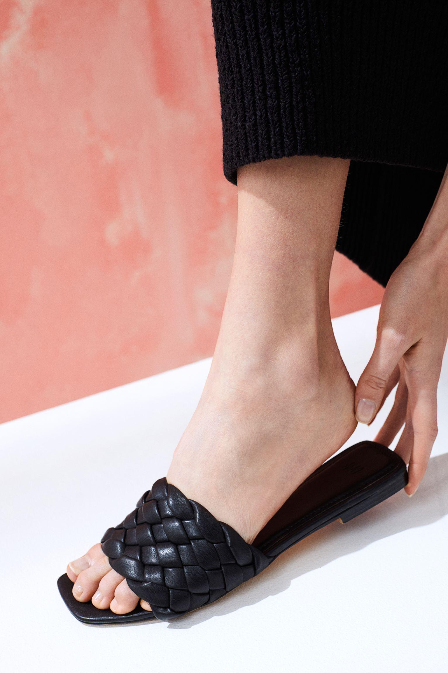 Sandalias abiertas guateadas