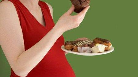 La dieta de la embarazada altera el ADN del bebé predisponiéndolo a la obesidad