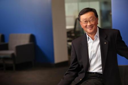 """John Chen, CEO de BlackBerry, mantendrá su puesto """"hasta que la compañía se recupere"""""""