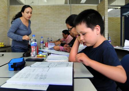 Carlos Santamaría, el niño genio, termina diplomado de la Facultad de Química en la UNAM