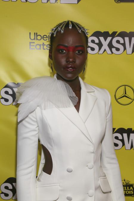 Lupita Nyong'o nos ha vuelto a dejar sin palabras con el look que ha elegido para la presentación de su última película