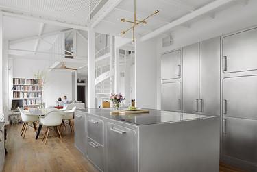 Una cocina muy sofisticada protagonista de un loft estilo industrial en París