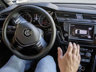 Así percibe la carretera y sus señales un coche autónomo
